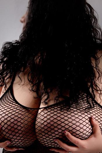 Escort Rubensmodel Antonia striptease piedi erotici Domina Berlin giochi di sesso pipì