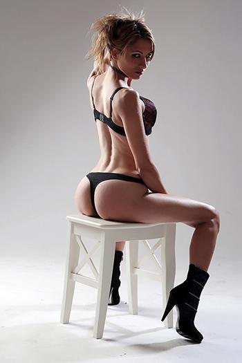 Escort Girl Elena Straps & High Heels Top Sex Service a Berlino