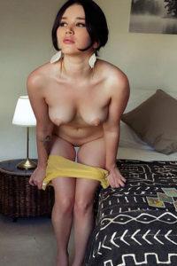 L'adolescente escort di alta classe Chrissy Hotel ordina per serate di sesso