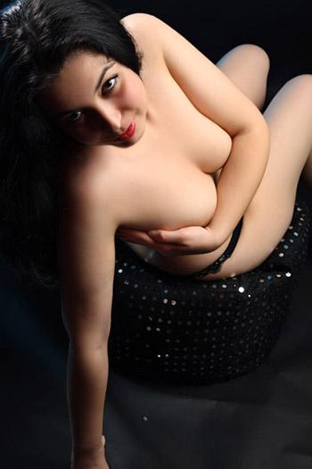 Kira Girl senza peli Bulgaria doccia e bagno giochi sesso con la registrazione di modelli di escort Berlino