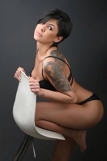 La modella escort berlinese Kleo sempre pronta per un'avventura sessuale