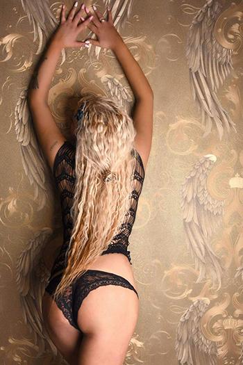 Prima escort di alta classe top model Berlin Melani dalla Russia top sex service call girl
