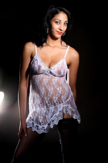 La bella modella escort sessuale Melli con una figura di alto livello visita casa e hotel a Berlino e dintorni come ragazza squillo