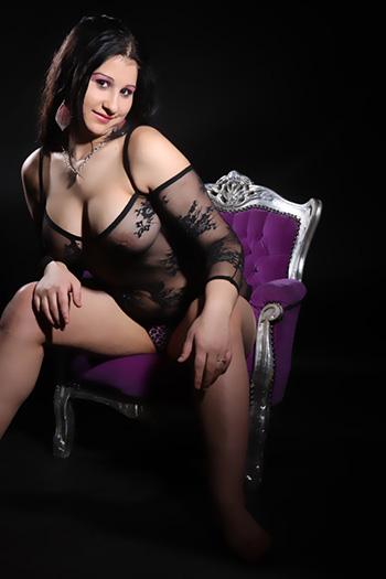 La modella escort erotica Rosa, ragazza sessuale quasi lussuriosa e molto versatile, visita Berlino