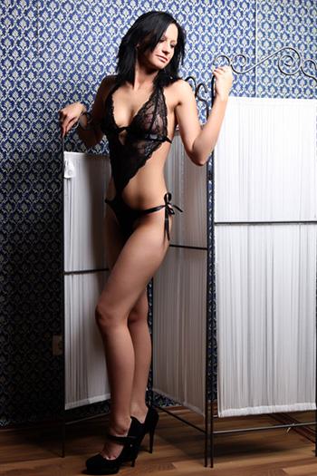 Simona escort modello principiante sottile sesso piccolo a Berlino