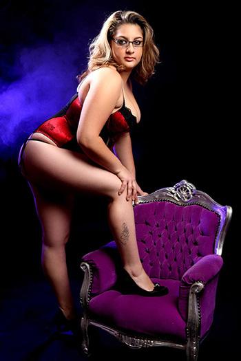 Zina Escort Berlin Modella Lust Sex Perfect Woman Soft Body Natural